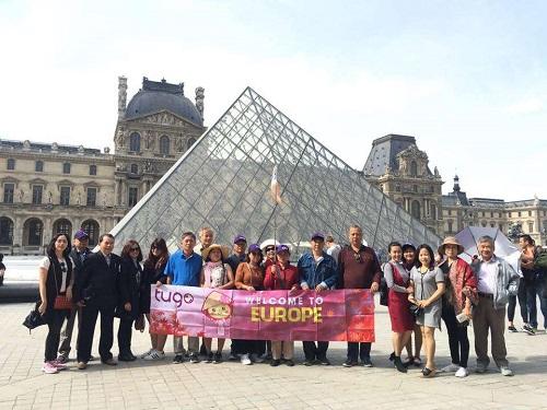 Đoàn khách du lịch tour châu Âu 5 nước của Tugo.