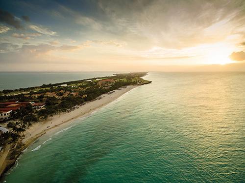 Bãi biển Varadero, điểm đến thu hút hơn 1 triệu lượt khách tham quan mỗi năm ở Cuba. Ảnh: Air Transat.