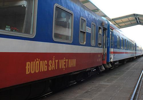 Ngành đường sắt tăng thêm nhiều đôi tàu phục vụ khách du lịch. Ảnh: Anh Duy.