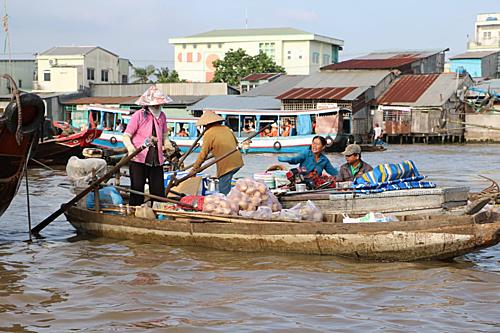 Người dân sử dụng nước sông cho các sinh hoạt hàng ngày ngoại trừ việc uống.