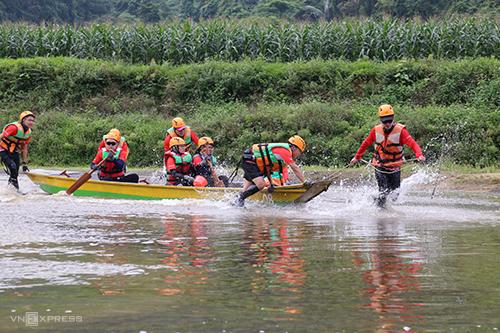 100 người chơi đến xã miền núi Tân Hoá để tham gia cuộc đua mạo hiểm Tú Làn. Ảnh: Hoàng Táo