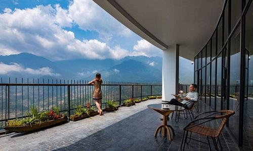 Khách sạn Pao's Sa Pa Leisure Hotel giúp du khách ngắm nhìn khung cảnh núi rừng Tây Bắc.