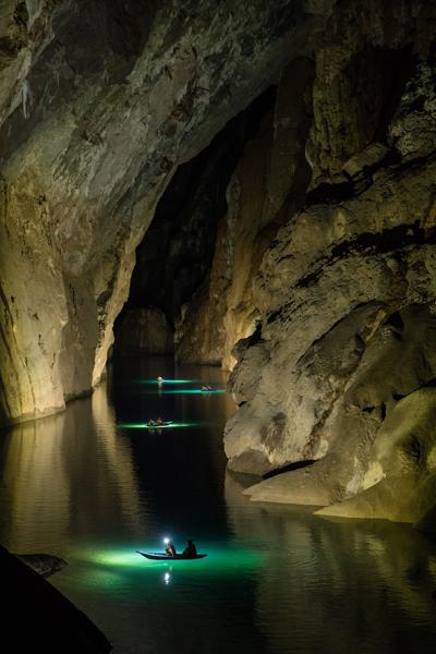 Sông ngầm trong hang Sơn Đoòng. Ảnh:Oxalis.