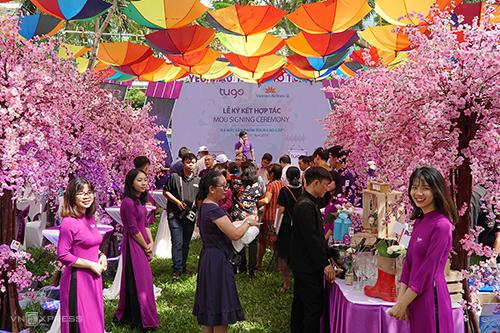 Gian hàng Tugo tại Ngày hội Du lịch diễn ra tại Khu B, công viên 23/9. Ảnh: Phong Vinh.
