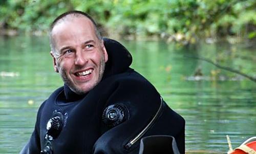 Rick có hơn 35 năm kinh nghiệm lặn thám hiểm và giải cứu trong hang động. Ảnh:Jonathan Williams.