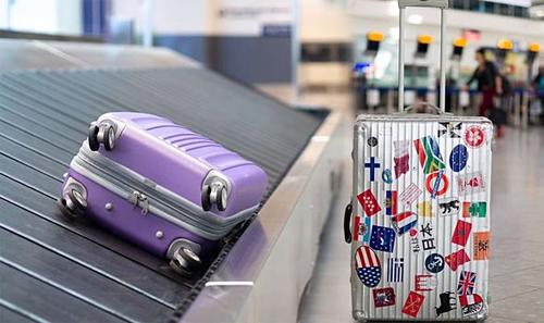 Những chiếc hành lý xấu xí giúp bạn nhận ra đồ của mình nhanh hơn trên băng chuyền. Ảnh: Express.