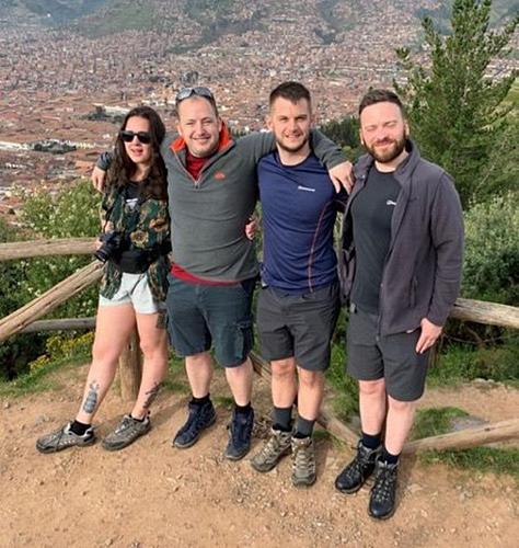 Adella cùng 3 người bạn trong chuyến du lịch tới Peru. Ảnh: Sun.