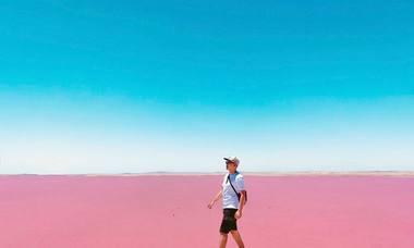Những hồ nước màu hồng thu hút du khách ở Australia