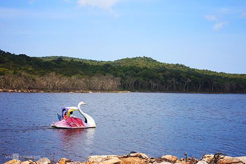 Lòng hồ Bokor.