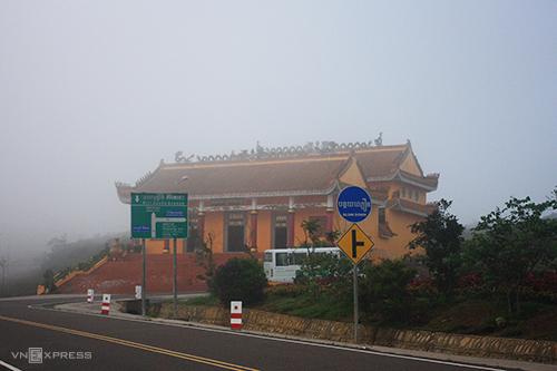 Đường lên Bokor sương phủ trắng xoá.