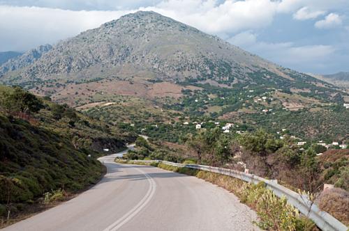 Hai vợ chồng chết khi đang trên đường chinh phục núi Profitis Ilias. Ảnh: Sun.