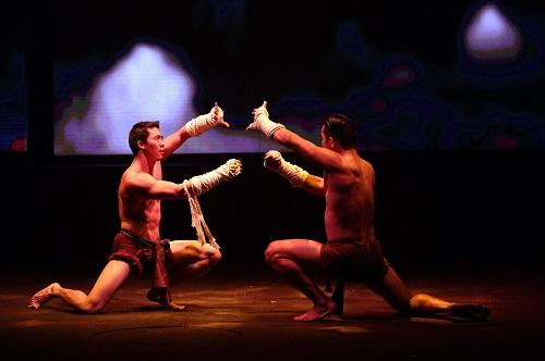 10. Các show diễn hoành tráng. Nơi này cũng không thiếu các show diễn công phu vừa mang tính giải trí, vừa giúp hiểu về văn hóa lịch sử đất Thái, như màn trình diễn võ thuật Muay Thai, hay Siam Niramit tái hiện lại văn hóa Thái qua 7 thế kỷ. Các chương trình thường bắt đầu vào 20h00 mỗi tối, kéo dài khoảng 90 phút.