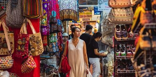 6. Những khu chợ có diện tích lớn: Chợ cuối tuần Chatuchak, chợ sỉ Pratunam... biến Bangkok trở thành thiên đường mua sắm của các tín đồ shopping. Những nơi này rất rộng, với rất nhiềucửa hàng bán đủ thứ từ đồ thủ công mỹ nghệ, quần áo, bánh kẹo, hóa mỹ phẩm...