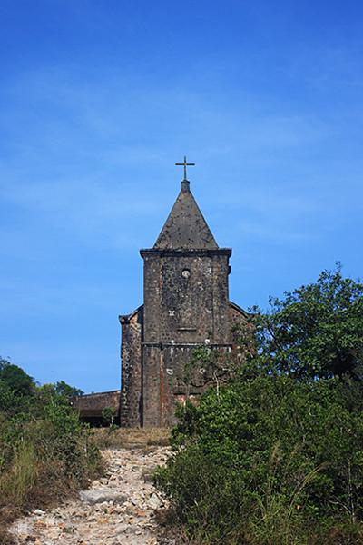 Nhà thờ bỏ hoang.