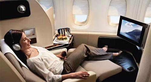 Những hành động đơn giản như đối xử lịch sự với tiếp viên cũng giúp bạn nhận được chỗ ngồi tốt hơn trên chuyến bay, so với những hành khách khác. Ảnh: Dir.