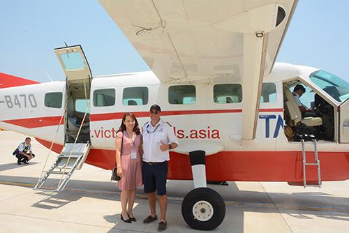Một trong những du khách đầu tiên trải nghiệm phi cơ ngắm cảnh.