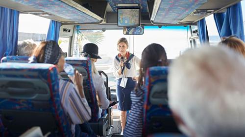 Đôi khi du khách có thể gặp nhân viên điều hànhtham gia cùng đoàn để đánh giá chất lượng tour và nghiệp vụ của hướng dẫn viên. Ảnh:istock.