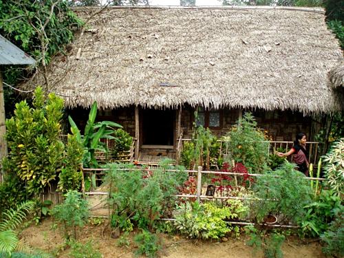 Nhà ở của người dân nhìn từ ngoài trông đơn giản, nhưng bên trong gọn gàng, sạch sẽ. Ảnh: Lonely Planet.