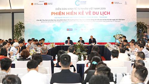 Toàn cảnh phiên hiến kế về Du lịch ngày 2/5 thuộc Diễn đàn Kinh tế Tư nhân Việt Nam 2019.