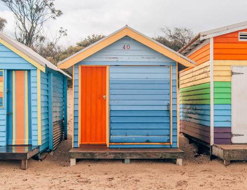 Những ngôi nhà nhỏ đầy màu sắc tại bãi biển Brighton. Ảnh: wtfab.