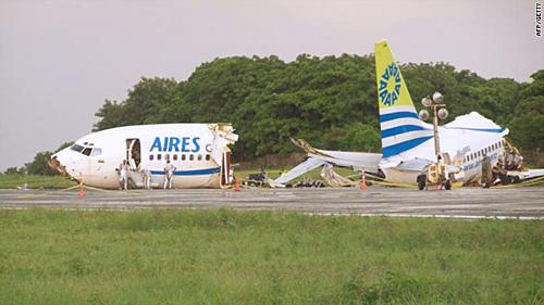 Chuyên gia hàng không lý giải sét không phải nguyên nhân chính, nhưng sét cộng hưởng với gió mạnh đổi chiều hoặc dòng điện chạy tới một túi khí có thể là yếu tố gây ra thảm họa. Ảnh: AFP.