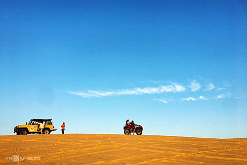 Đồi cát bay là một trong những điểm tham quan nổi tiến ở Mũi Né.