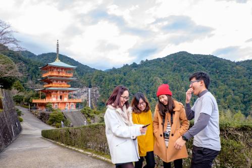 Du lịch là cách để các bạn trẻ trưởng thành, dung nạp thêm kiến thức và ngắm nhìn thế giới bao la.