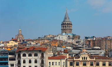 Istanbul - thành phố phương Đông lướt ngoài cửa sổ