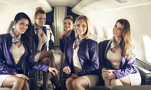Thông thường, mỗi giờ bay, họ được trả từ 200 USD đến 600 USD, tùy thuộc kinh nghiệm và việc thương lượng với người thuê. Ảnh: CNN.