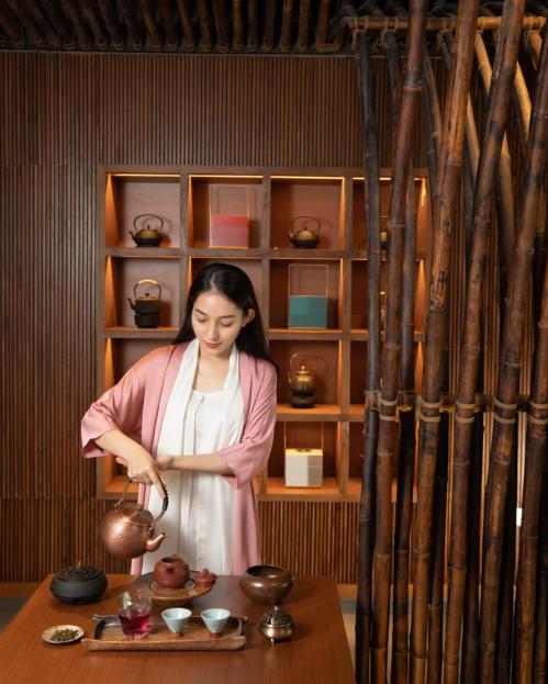 Trà Việt truyền thống được phục vụ tại khách sạn, có thể coi là một trng những dấu ấn riêng của Chicland hotel.