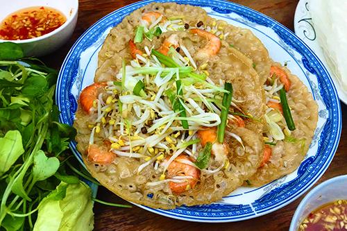 Bánh xèo tôm nhảy là một trong những đặc sản phải thử khi đến Quy Nhơn. Ảnh: Vân Thanh Dương.