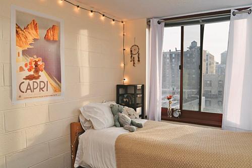 Thay vì thuê những căn phòng khách sạn với giá đắt đỏ thì những căn phòng trọ, nhà khách nhỏ xinh sẽ làm cho bạn có cảm giác mới mẻ. Giá cả vừa phải chăng, dễ dàng thuê, tự do giờ giấc và thoải mái sinh hoạt như ở nhà chắc chắn sẽ không làm cho chuyến đi của bạn trở nên nhàm chán. Ảnh: Comlumbia daily spectator.