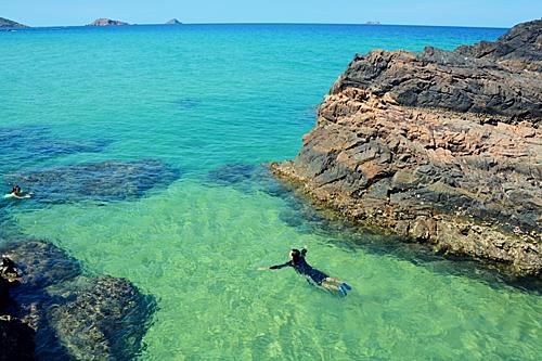 Nước biển ở Kỳ Co rất trong xanh. Ảnh: Tiến Hùng.