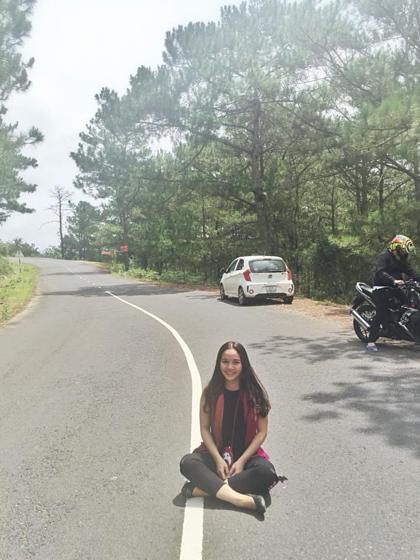 Chị Trang, một hướng dẫn viên du lịch, cho biết rất mong các blogger nên review chân thật, nói rõ về những thuận lợi và khó khăn khi tới mỗi địa điểm. Họ cũng nên có một tấm so sánh giữa ảnh thật và ảnh qua chỉnh sửa, để khách đánh giá được đúng bản chất điểm du lịch đó. Ảnh: NVCC.