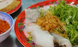 Hàng bánh cuốn tráng tay hơn nửa thế kỷ ở trung tâm Sài Gòn