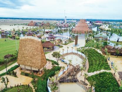 Đảo Dân Gian, nơi quy tụ văn hoá của các dân tộc anh em Việt, được ví như linh hồn của Vinpearl Nam Hội An. Đảo mang nét văn hoá, kiến trúc, nghệ thuật độc đáo của Việt Nam, từ những làng nghề truyền thống đến các không gian kiến trúc trải dài từ Bắc vào Nam.