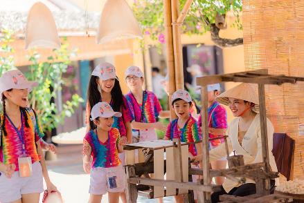 Sở hữu quy mô rộng lớn cùng đa dạng các loại hình giải trí, Vinpearl Nam Hội An đã khiến hàng trăm học sinh thế giới tham dự Liên hoan Thiếu nhi quốc tế 2019 thích thú.