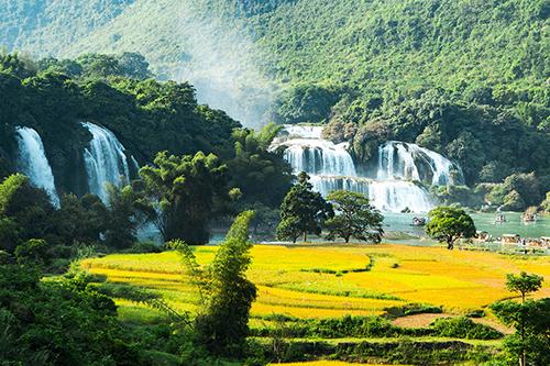 Hoạt động giới thiệu điểm đến và sản phẩm du lịch mới bắt đầu bằng tour Đông Bắc và Quý Châu - Tây Giang (Trung Quốc) do Vân Hải Xanh Travel, ANZ Travel xây dựng. Ảnh: Xuân Trường.