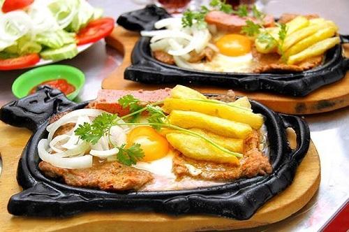 Bò né có hương vị thơm ngon và thịt bò có độ mềm khi được nướng chín tới. Ảnh: Bò né 3 ngon Đà Nẵng.
