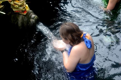 Bể tắm quanh dòng suối được xây dựng từ năm 962.
