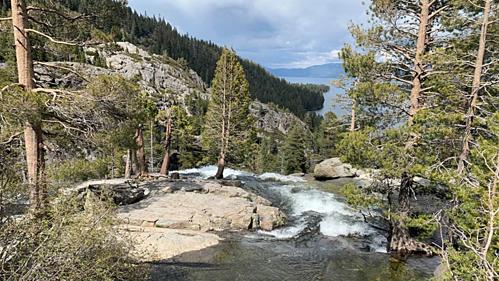 Địa điểm nữ du khách chụp ảnh và thiệt mạng tại công viên. Ảnh: North Tahoe Fire Protection District.