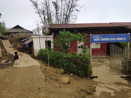 Lếch Mông A là một trong 6 điểm trường của Tiểu học Kim Thanh, xã Kim Thanh, huyện Sa Pa, Lào Cai.Xem thêm: Hiện trạng điểm trường Lếch Mông A