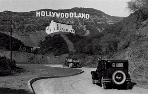Bảng hiệu ban đầu của kinh đô điện ảnh thế giới. Ảnh: Pinterest.
