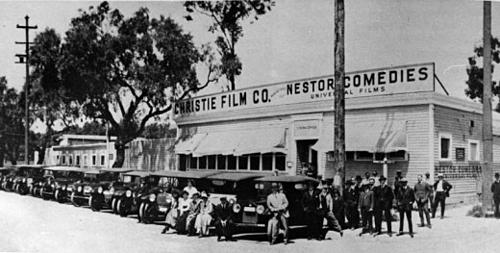 Xưởng phim đầu tiên được thành lập ở Hollywood có tên là Nestor Studio. Nó tọa tạc tại 6121 Sunset Blvd -