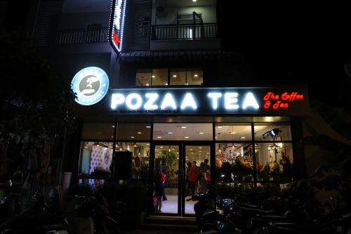 Nếu không thể tới quán mua trực tiếp, bạn có thể đặt hàng trực tuyến qua ứng dụng Grab Food, Go-Viet, Now với ưu đãi lên tới 55% khi mua sản phẩm tại đó. Tham khảo sản phẩm của Pozaatại đây.
