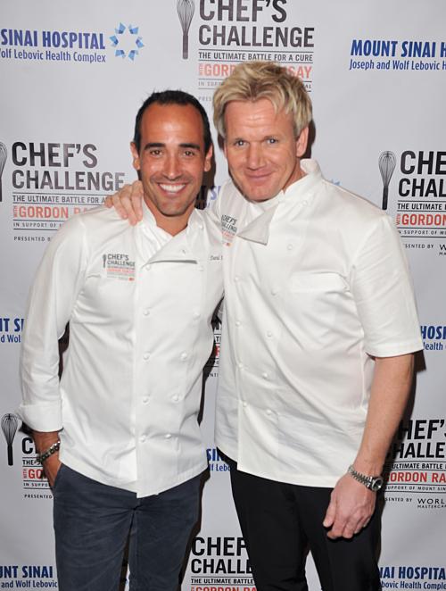 David Rocco bên cạnh đầu bếp hàng đầu thế giới Gordon Ramsay.