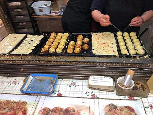 Thời gian tự do ăn uống và mua sắm là cơ hội cho khách du lịch trải nghiệm ẩm thực đường phố. Ảnh: Tugo.