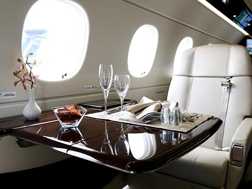 Những máy bay phục vụ khách VIP này cũng được gọi với tên gọi cung điện trên không. Chúng chính là các máy bây dân dụng thông thường, nhưng đã được bỏ bớt ghế và phục vụ 20-30 người, thay vì 300-400 hành khách. Ảnh: National.