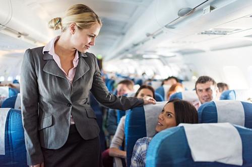 Nghề tiếp viên hàng không yêu cầu sự quan sát tốt. Ảnh: Irish Mirror.