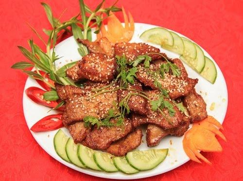 Các món ăn ở quán được trình bày hấp dẫn và đẹp mắt. Ảnh: Thoan Hà